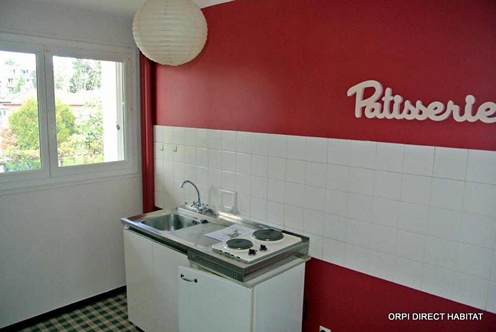 Appartement à louer 1 34m2 à Villefranche-sur-Saône vignette-2