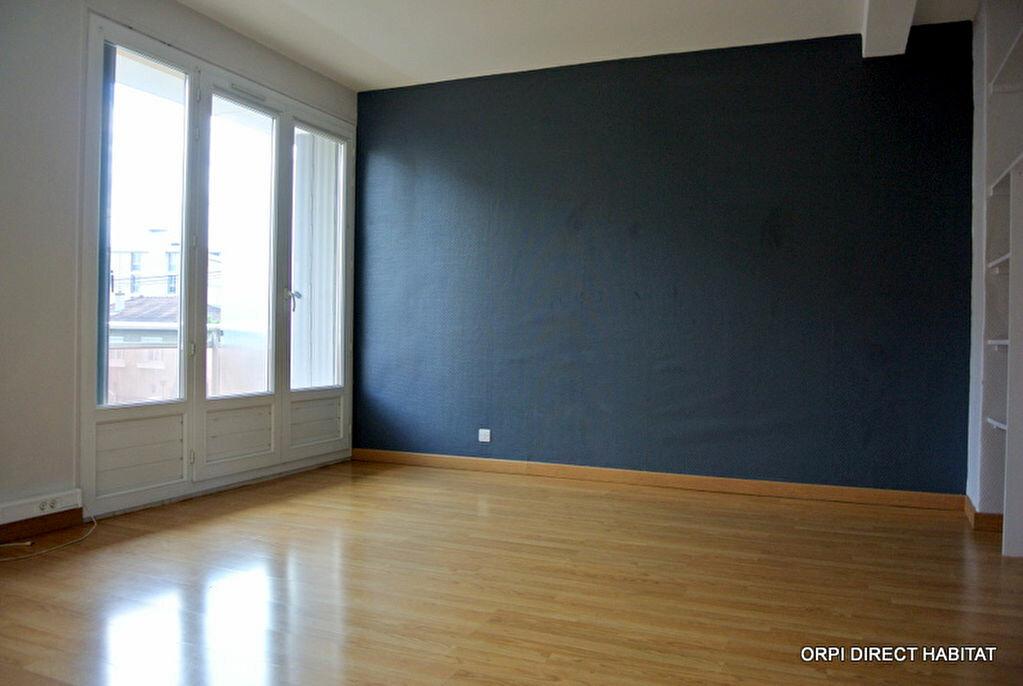 Appartement à louer 1 34m2 à Villefranche-sur-Saône vignette-3
