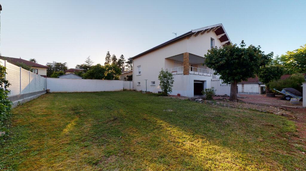 Maison à louer 5 186.76m2 à Villefranche-sur-Saône vignette-1