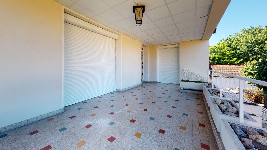 Maison à louer 5 186.76m2 à Villefranche-sur-Saône vignette-3