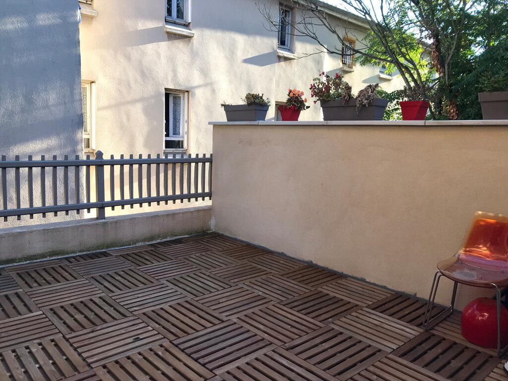 Appartement à louer 3 73.49m2 à Neuville-sur-Saône vignette-1
