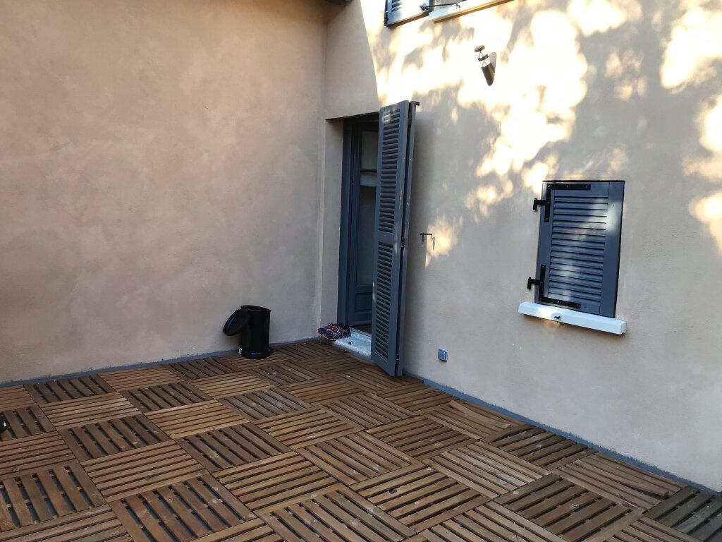 Appartement à louer 3 73.49m2 à Neuville-sur-Saône vignette-2