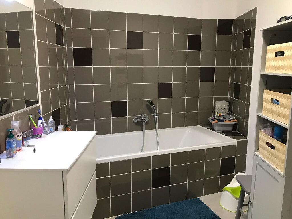 Appartement à louer 3 73.49m2 à Neuville-sur-Saône vignette-6