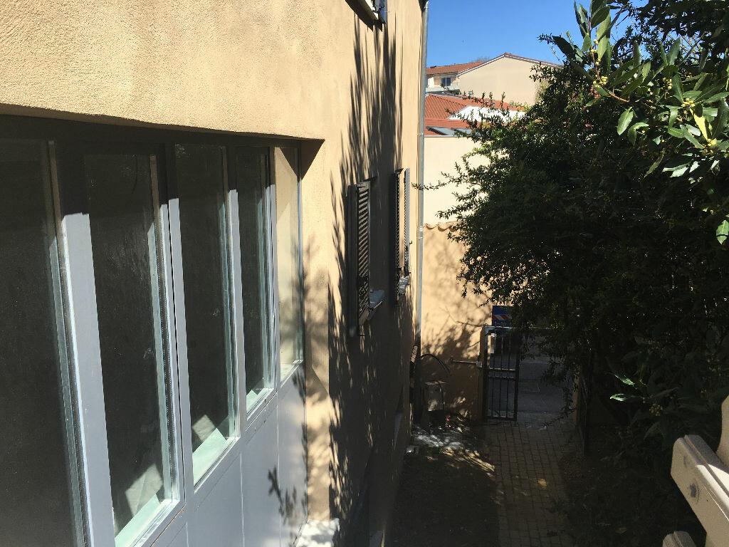 Appartement à louer 3 73.49m2 à Neuville-sur-Saône vignette-11
