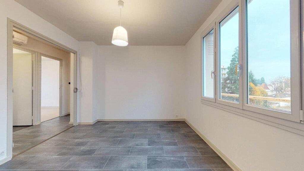 Appartement à louer 4 63m2 à Villefranche-sur-Saône vignette-1