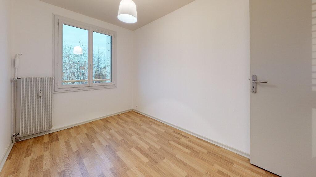 Appartement à louer 4 63m2 à Villefranche-sur-Saône vignette-2