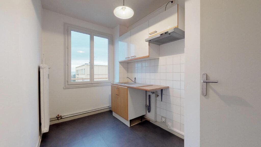 Appartement à louer 4 63m2 à Villefranche-sur-Saône vignette-3