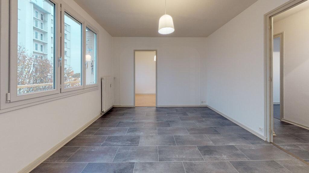 Appartement à louer 4 63m2 à Villefranche-sur-Saône vignette-4