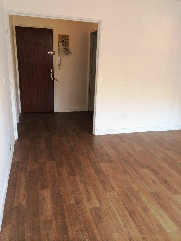Appartement à louer 2 50m2 à Reims vignette-3