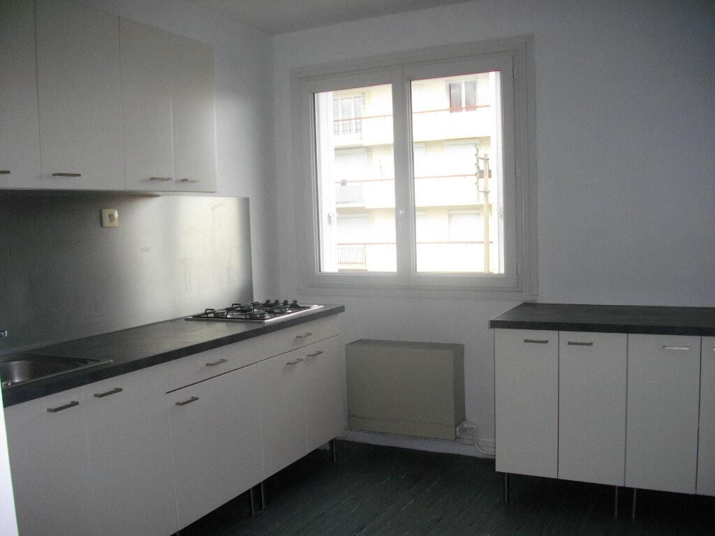 Appartement à louer 2 48m2 à Bourges vignette-1