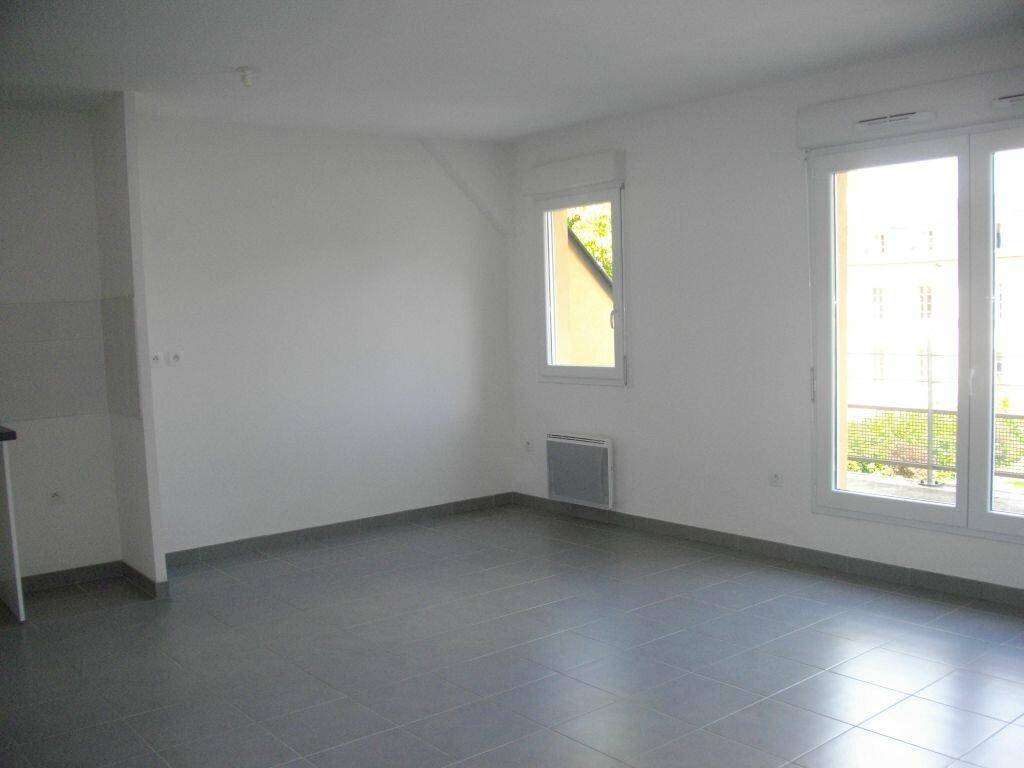 Appartement à louer 3 59.35m2 à Bourges vignette-2