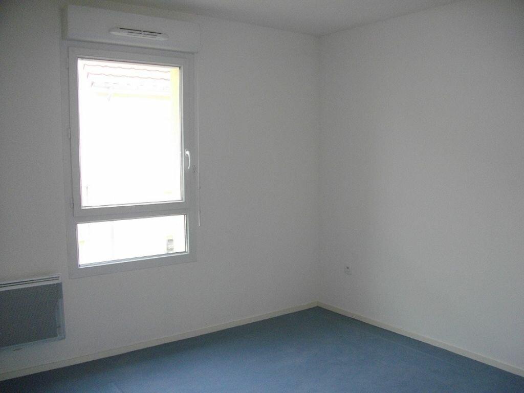 Appartement à louer 2 50.92m2 à Bourges vignette-3
