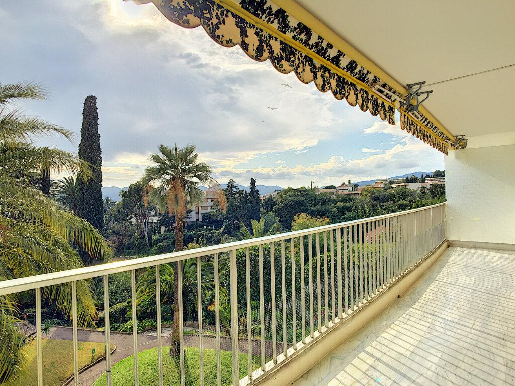 Appartement à louer 3 106m2 à Cannes vignette-4
