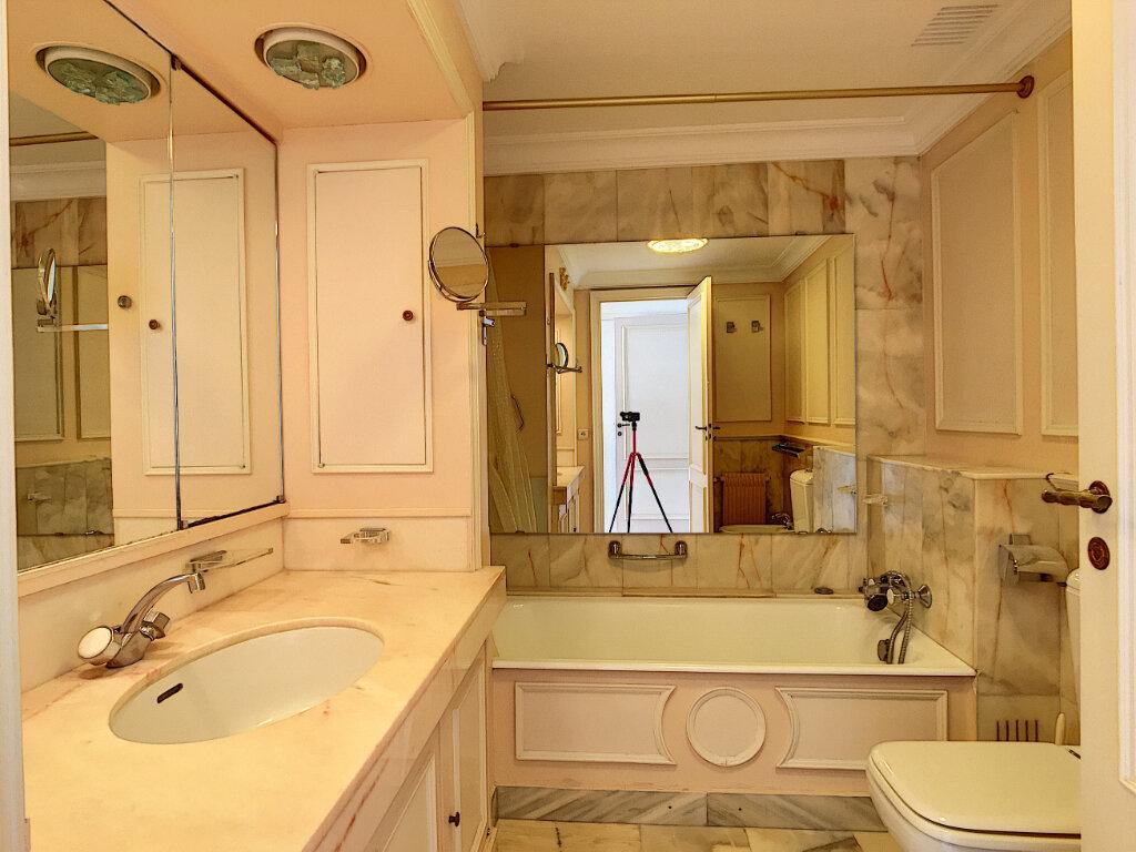 Appartement à louer 3 106m2 à Cannes vignette-7