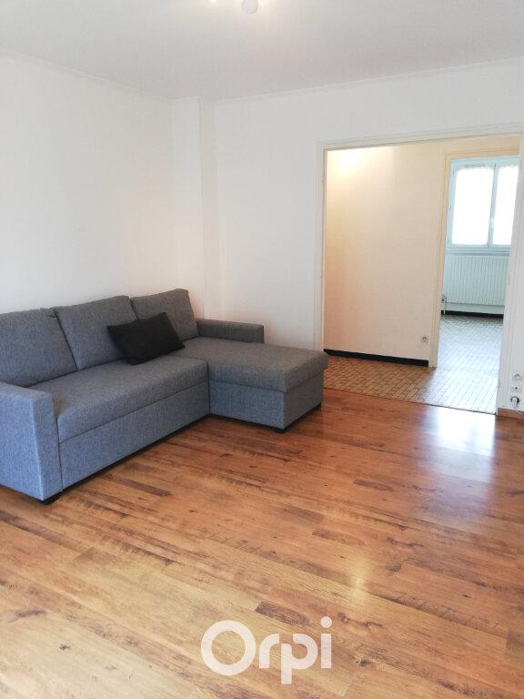 Appartement à louer 3 56.84m2 à Bourgoin-Jallieu vignette-1