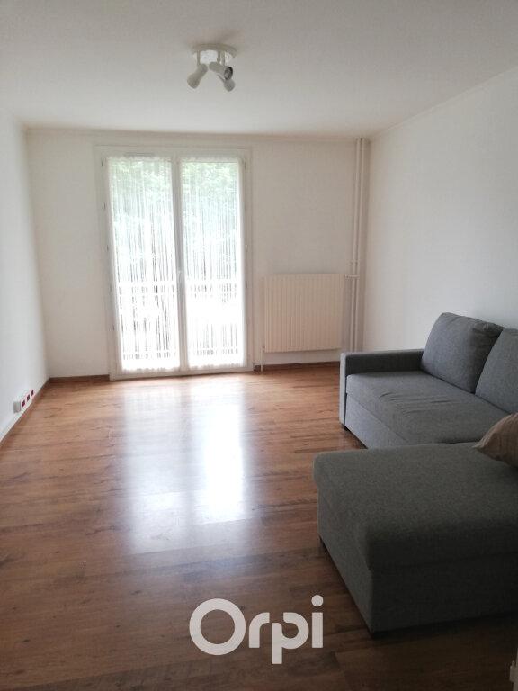 Appartement à louer 3 56.84m2 à Bourgoin-Jallieu vignette-2