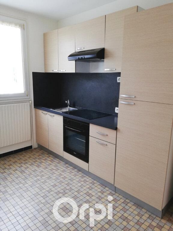 Appartement à louer 3 56.84m2 à Bourgoin-Jallieu vignette-3