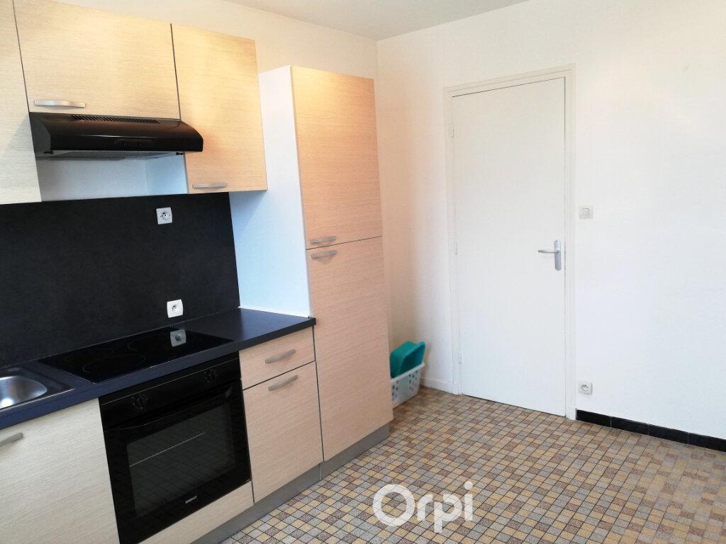 Appartement à louer 3 56.84m2 à Bourgoin-Jallieu vignette-4