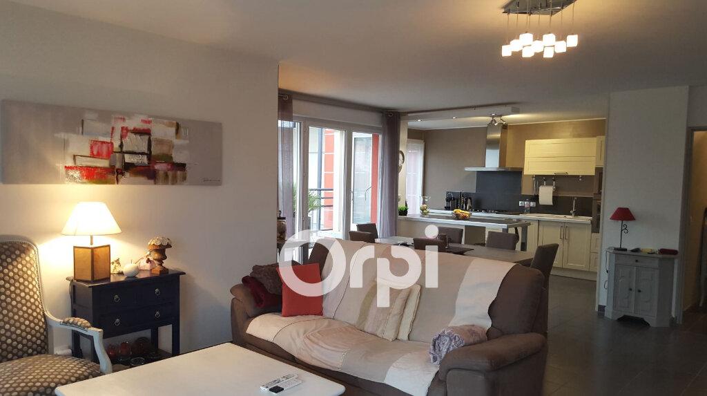 Appartement à louer 4 105m2 à Bourgoin-Jallieu vignette-9