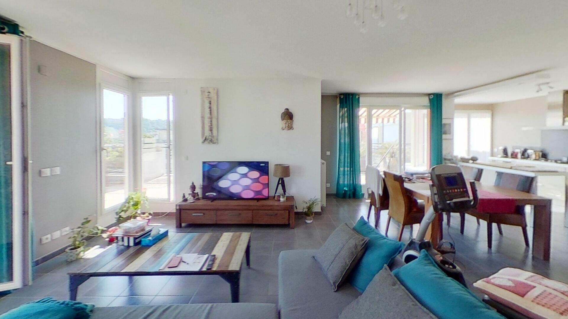 Appartement à louer 4 105m2 à Bourgoin-Jallieu vignette-3