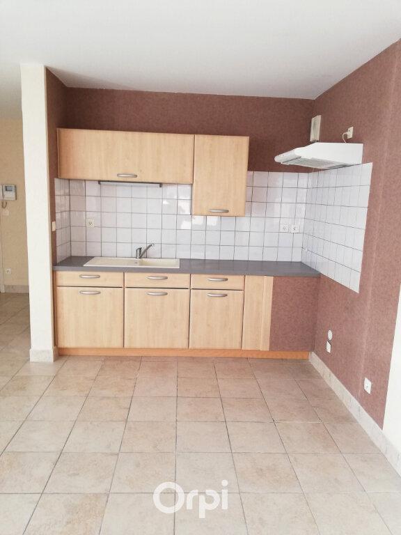Appartement à louer 2 50m2 à Bourgoin-Jallieu vignette-2