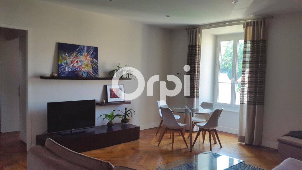Appartement à louer 4 114.61m2 à Bourgoin-Jallieu vignette-1