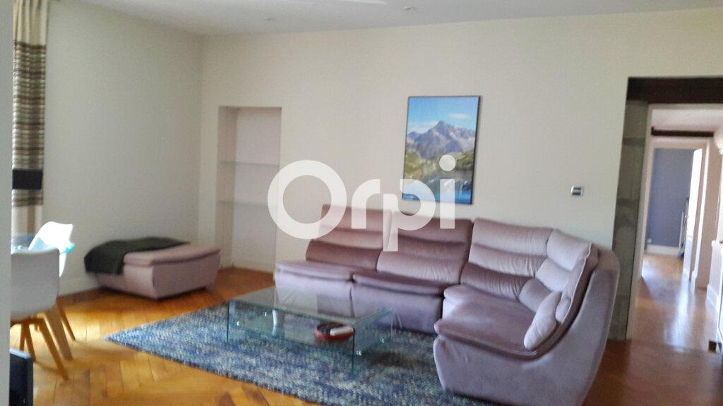 Appartement à louer 4 114.61m2 à Bourgoin-Jallieu vignette-3