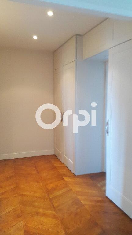 Appartement à louer 4 114.61m2 à Bourgoin-Jallieu vignette-8