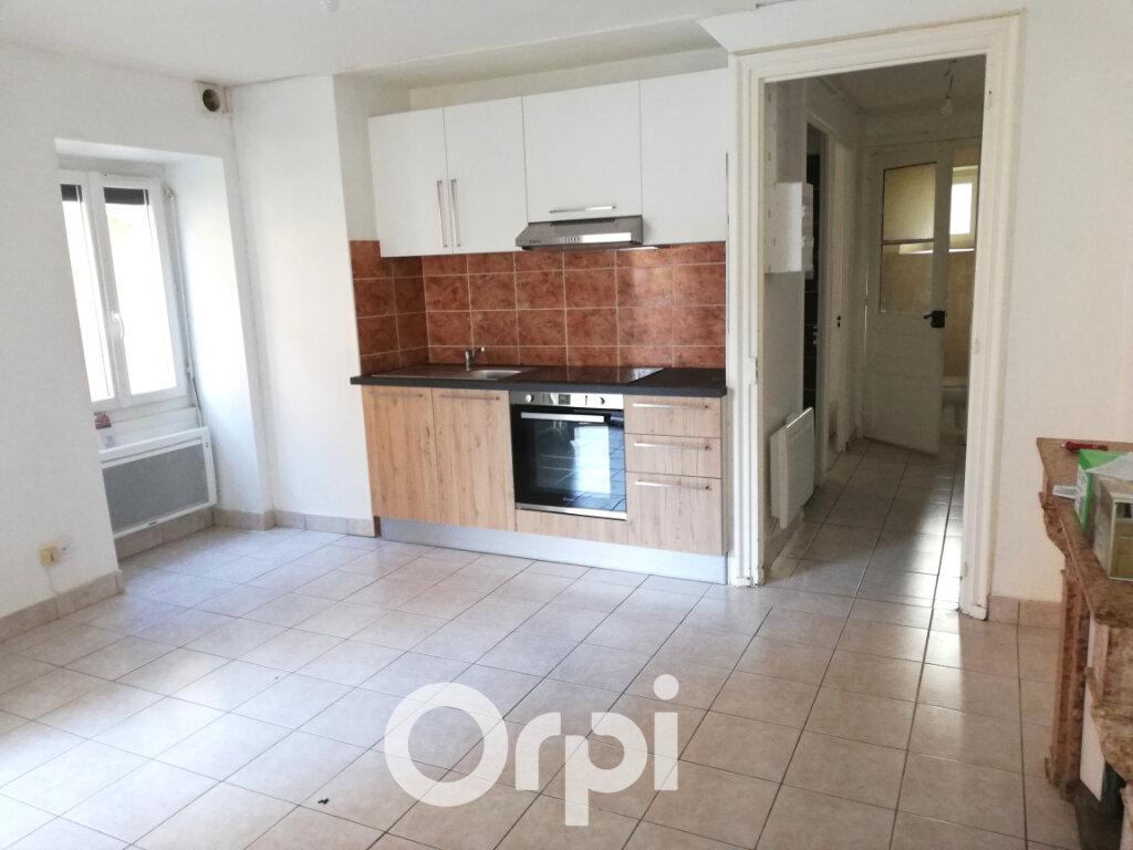 Appartement à louer 2 32.5m2 à Morestel vignette-1
