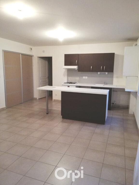 Appartement à louer 2 55.45m2 à Bourgoin-Jallieu vignette-3