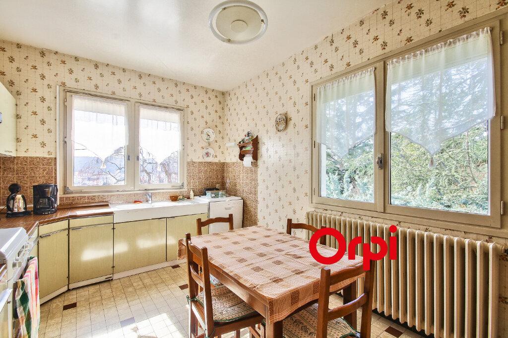 Maison à vendre 5 118m2 à Bourgoin-Jallieu vignette-5