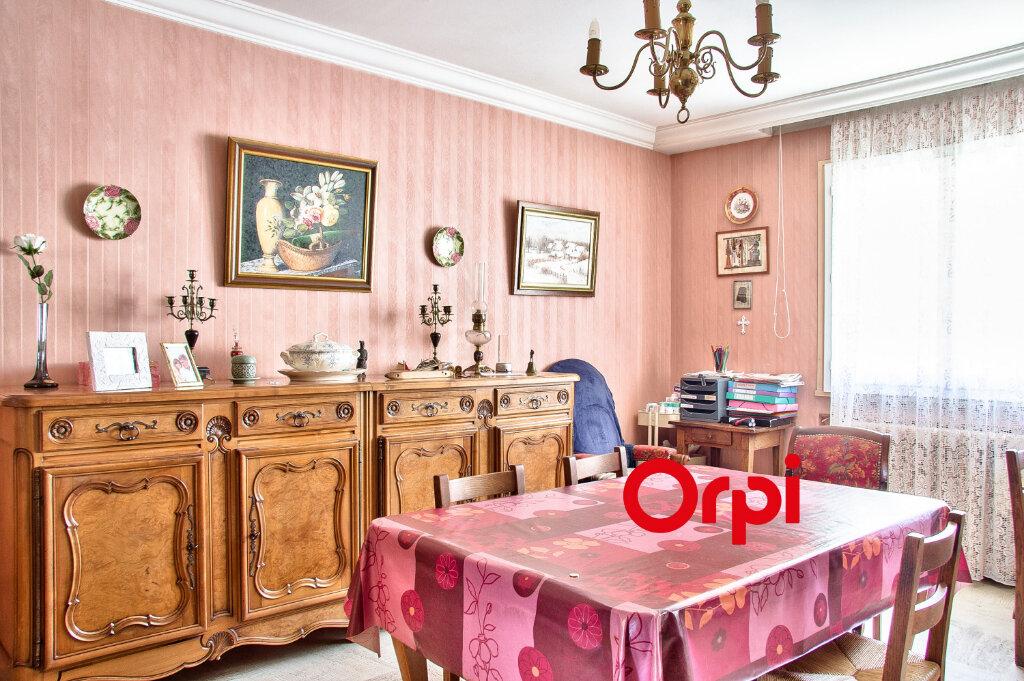 Appartement à vendre 5 117.11m2 à Bourgoin-Jallieu vignette-4