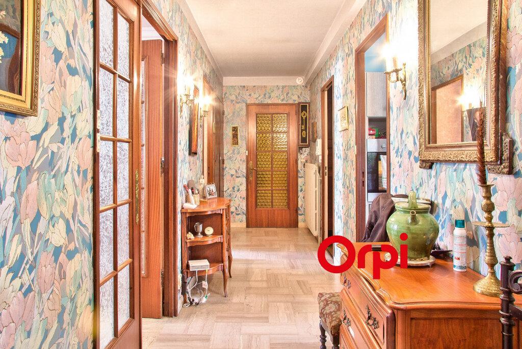 Appartement à vendre 5 117.11m2 à Bourgoin-Jallieu vignette-6