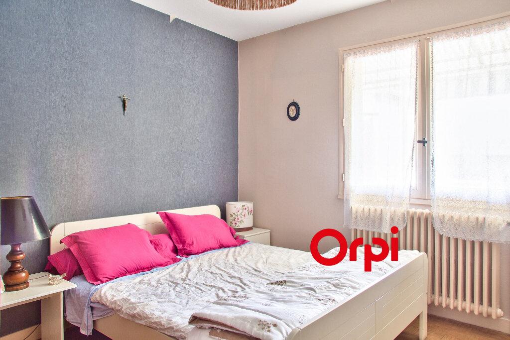 Appartement à vendre 5 117.11m2 à Bourgoin-Jallieu vignette-7