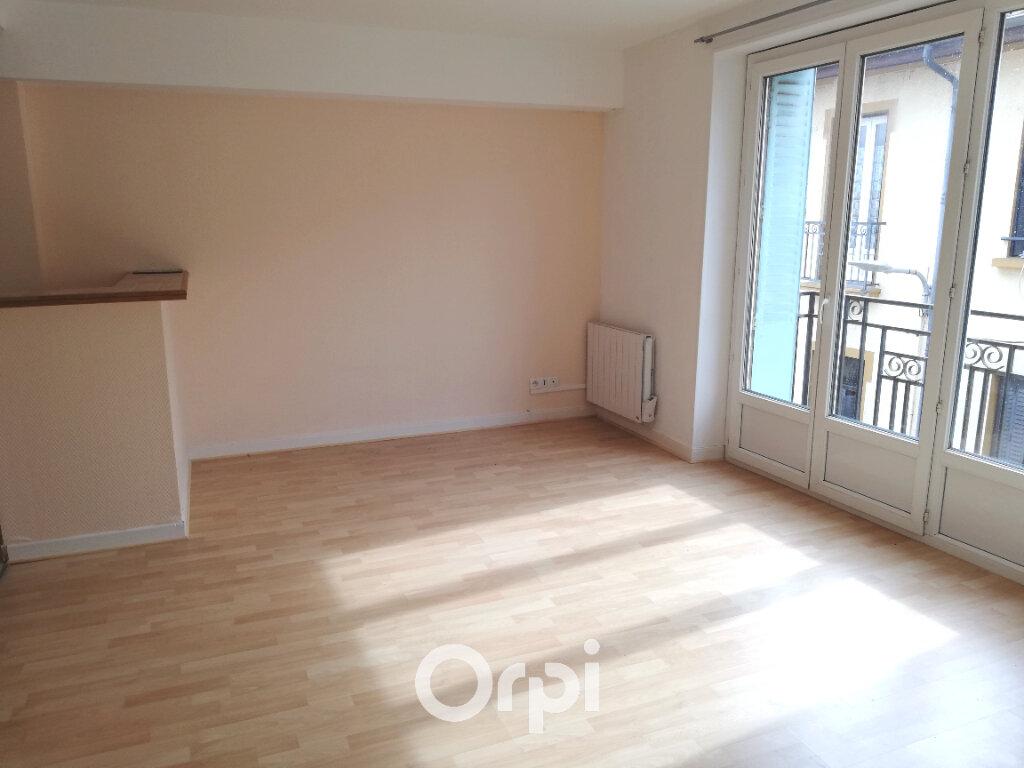 Appartement à louer 1 32m2 à La Côte-Saint-André vignette-2