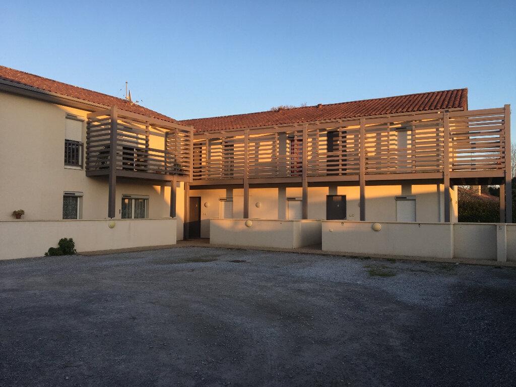 Appartement à louer 3 61.45m2 à Léon vignette-1