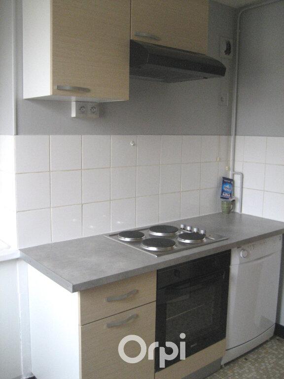 Appartement à louer 3 52.74m2 à Bourgoin-Jallieu vignette-2