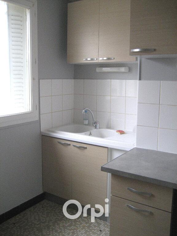 Appartement à louer 3 52.74m2 à Bourgoin-Jallieu vignette-3