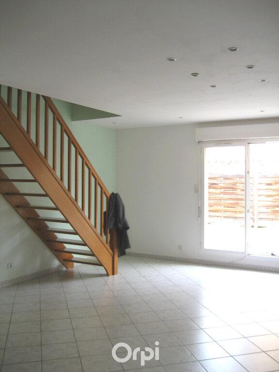 Appartement à louer 4 87.2m2 à Bourgoin-Jallieu vignette-2