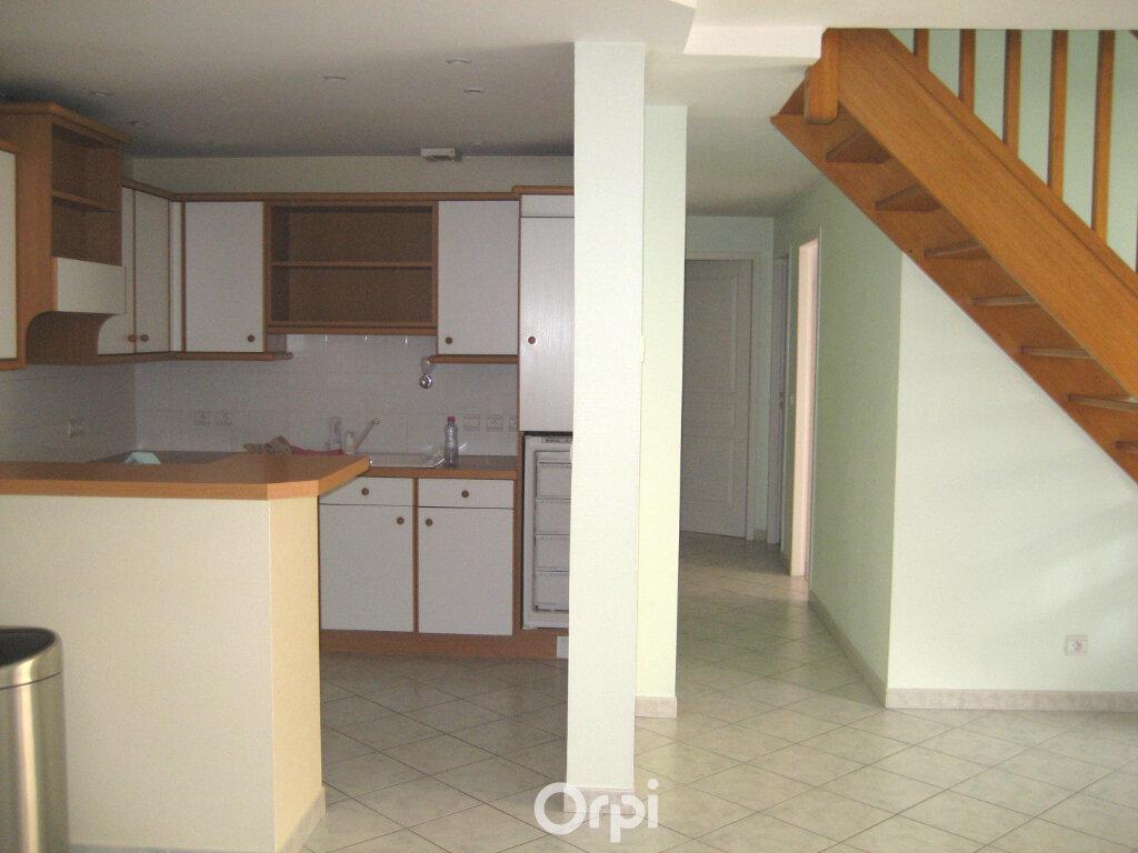 Appartement à louer 4 87.2m2 à Bourgoin-Jallieu vignette-3