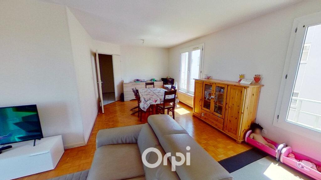 Appartement à louer 5 103m2 à Bourgoin-Jallieu vignette-4