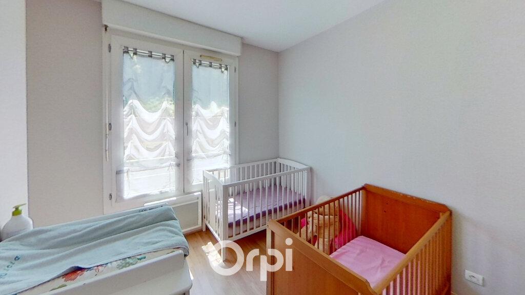 Appartement à louer 5 103m2 à Bourgoin-Jallieu vignette-7