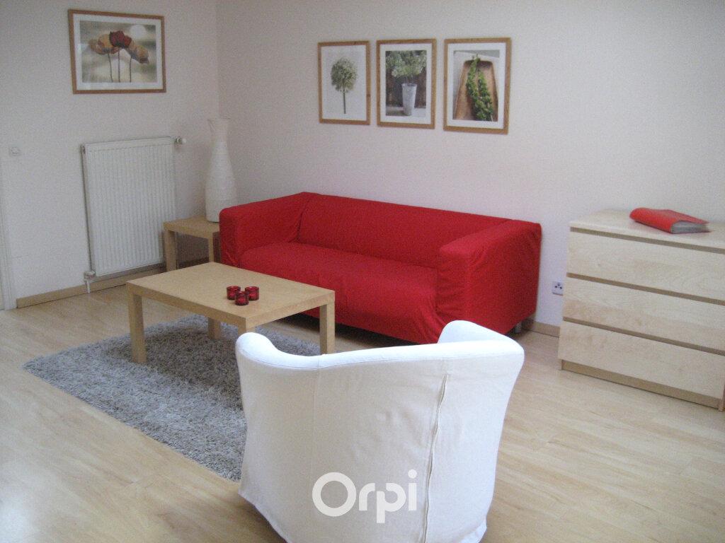 Appartement à louer 3 48.8m2 à Bourgoin-Jallieu vignette-1