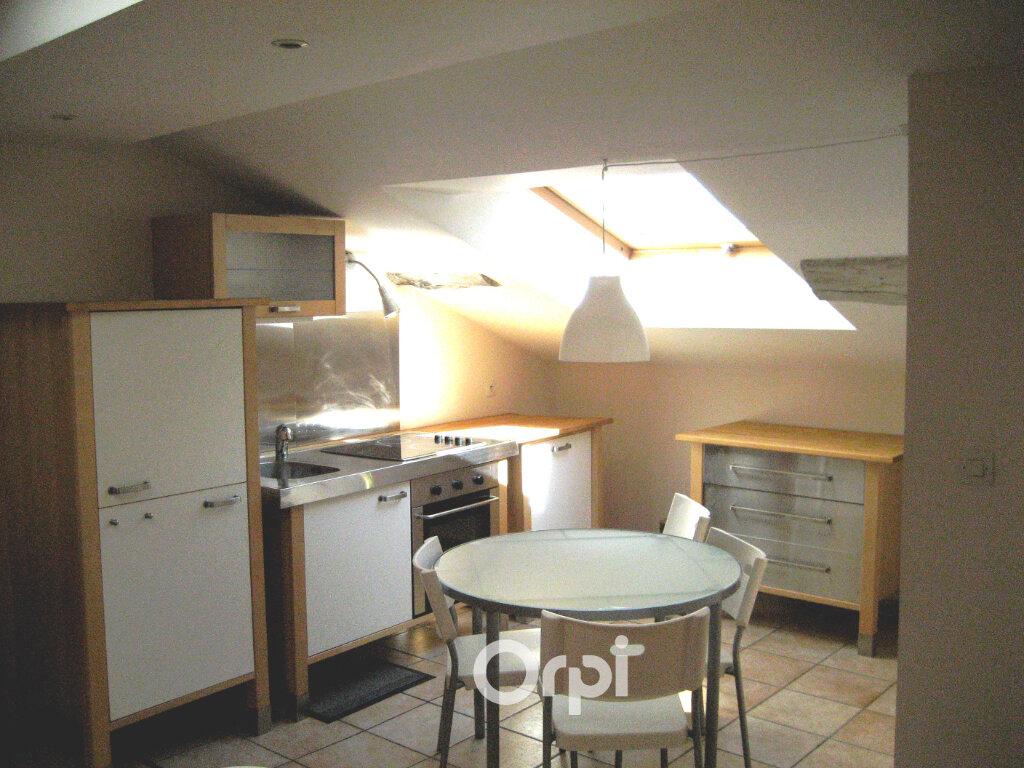 Appartement à louer 3 48.8m2 à Bourgoin-Jallieu vignette-3