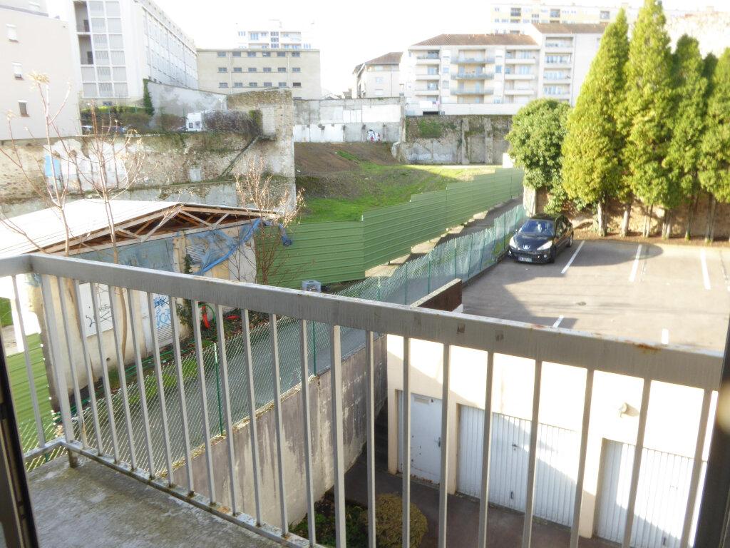 Appartement à louer 1 26m2 à Limoges vignette-5