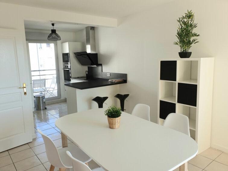 Appartement à louer 2 48.49m2 à Lyon 8 vignette-3