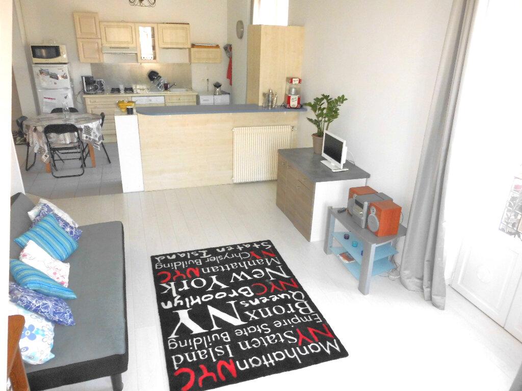 Appartement à vendre 4 102m2 à Vichy vignette-1