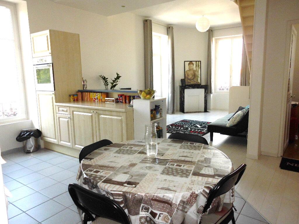 Appartement à vendre 4 102m2 à Vichy vignette-3