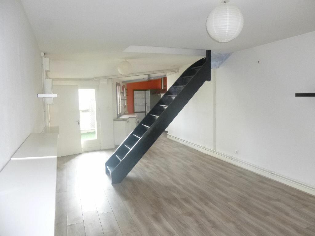 Appartement à louer 3 62.89m2 à Vichy vignette-3