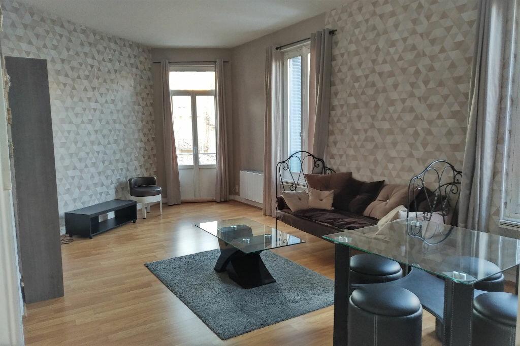 Appartement à louer 2 47m2 à Vichy vignette-1